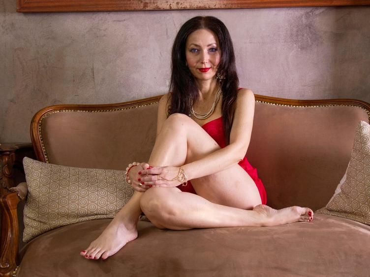 Hallo Männer, seid ihr bereit? Ich zeige mich gerne nackt, spiele mit meinem Körper und führe Dich zu dem geilsten Orgasmus, den du dir nur wünschen kannst:-) Ich bin reif, dafür aber erfahren und ich weiß, was ich zu tun habe, um dich glücklich zu machen hihih  Glaubst du mir? Prüfe mich !