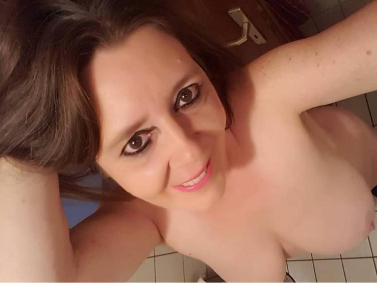 Popo-Sex-Ficken, Unterwürfig, Urin, Schwanzlutschen, Outdoor, Rollenspiele, Schlucken, Paartausch, real-Dates