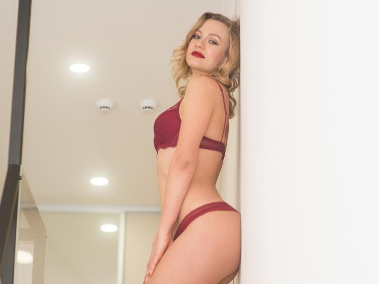 Hey du, ich heiße Lena und bin eine verrückte, hoffentlich attraktive Frau, die mit Dir sehr gern etwas Spaß haben möchte. :) Ich möchte hier einen netten Mann kennen lernen, der ähnliche Vorlieben hat wie ich und der auf heiße Blondinen steht. ;) Wenn du magst, kann ich Dir sehr gerne meinen Body zeigen... ;)