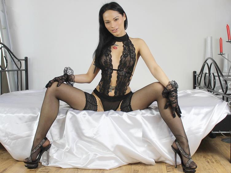 Hi. I am a hot and wild cat. loving many things,passion,kissing,wild and nasty things,toys etc,I want enjoy many hot moments here with you.