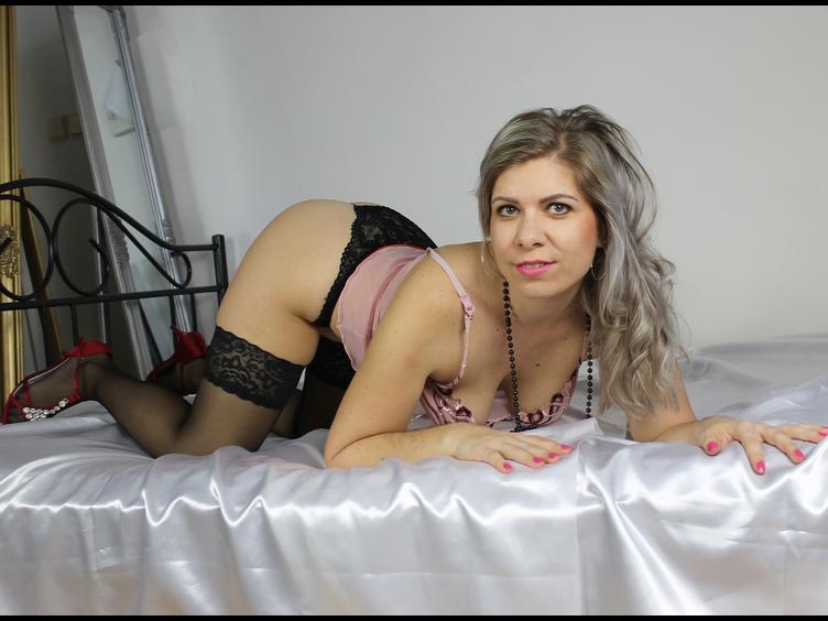 Arschfick-Sex, Exhibitionismus, Oralsex, Orgien, Rollenspiele, Schlucken, Sexspielzeug, Voyeurismus
