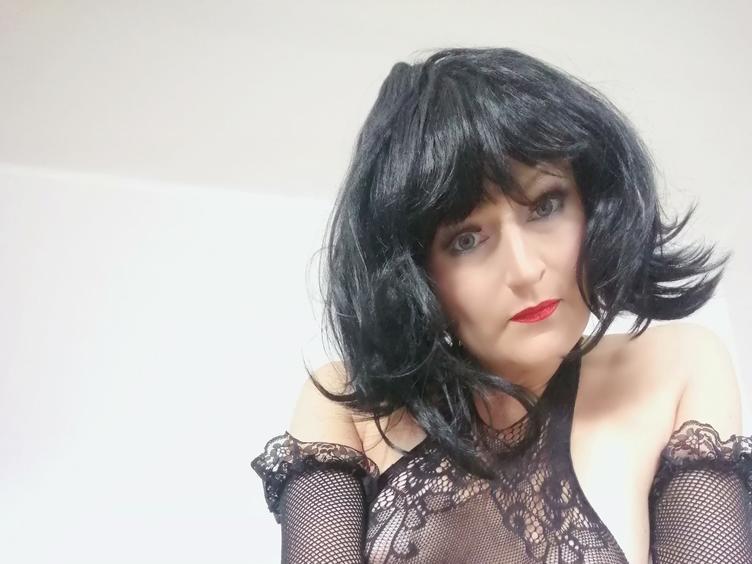 Hallo, bin Amy, immer geil. Du auch? Willst du mit mir spielen? Ich freue mich auf deinen geilen Besuch bei mir!