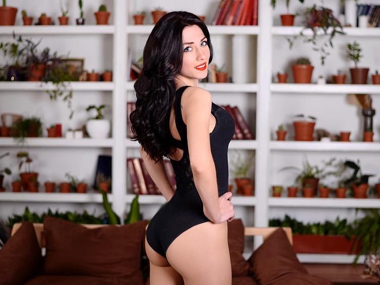 Hier bin ich - die Frau deiner Träume :) Ich bin alles, was du brauchst und habe einen sehr sexy Körper, den ich dir gerne zeigen würde... ;) aber pass auf, ich bin sehr sehr flexibel !! Bei mir ist jede Sex-Position möglich. Wenn du magst, tanze ich für dich und ziehe sexy Klamotten aus! Sag nur was du magst! Komm, ich warte!