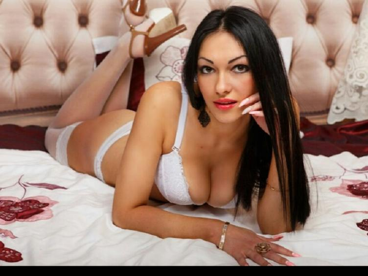 BeatriceOMoon I`m a sweet gorgeous girl ready to fulfil your deeply hidden fantasies