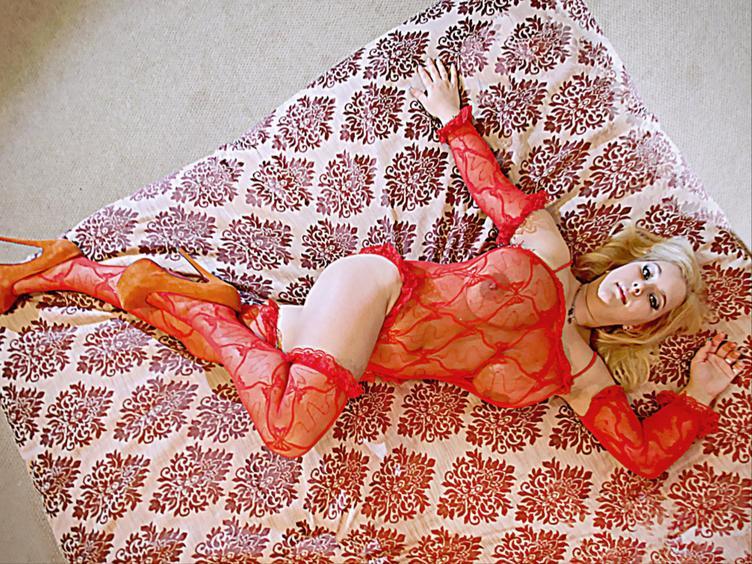 Ich bin sexy, nett, heiß und mein größter Wunsch, dich glücklich zu machen! Ich bin hier, um dich zufrieden zu stellen, du kannst bei mir ruhen wie bei der Seele wie beim Körper! Ich werde deine Fee des Vergnügens.