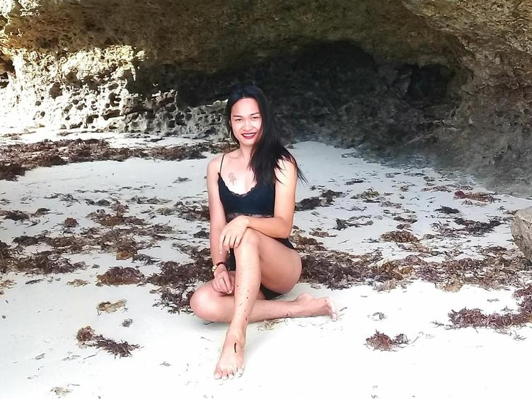 Hi im sexy kuare, your new sexy tranny. Come and lets play together, please make me horny... Come to my chatroom!