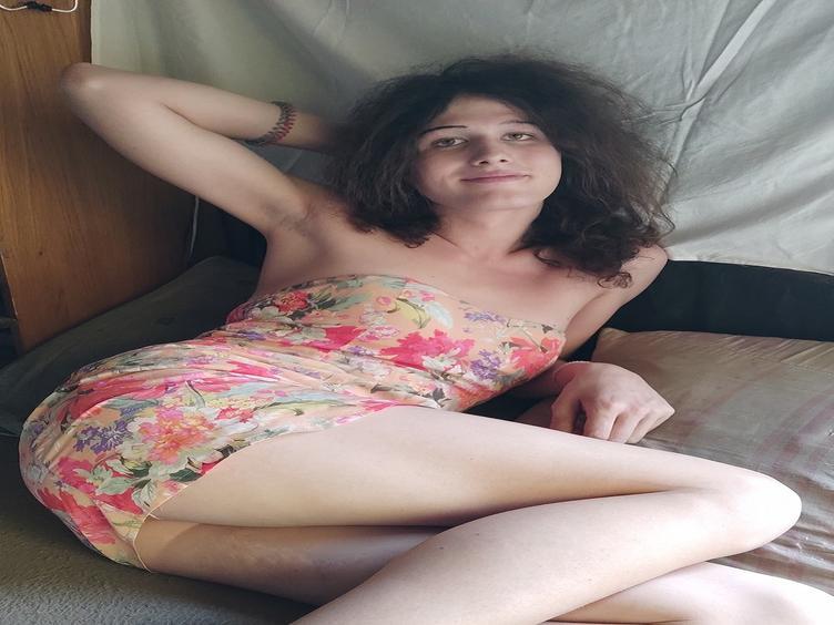 Hallo Krone der Schöpfung, ich bin Fanni, ein sehr sinnliches und heißes Transmädchen. Ich liebe es, diese Welt und meinen Body zu entdecken.