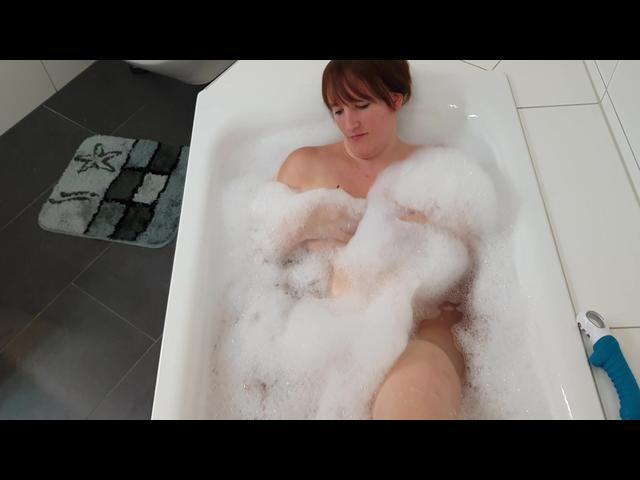 Badewanne mit neuem Spielzeug