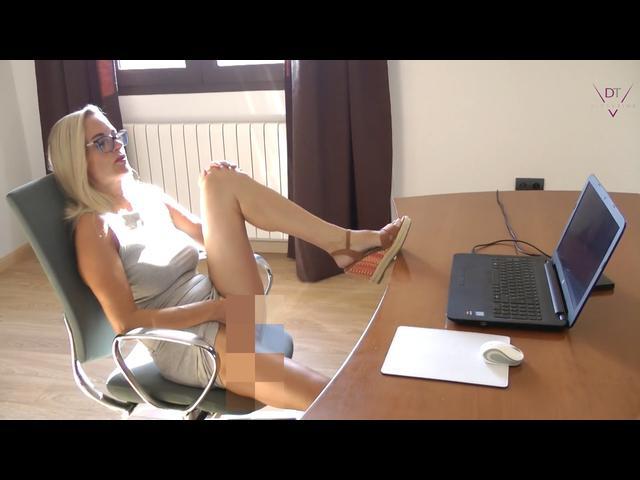 Die Sekretärin – Die Wahrheit über Deutsche Büros!